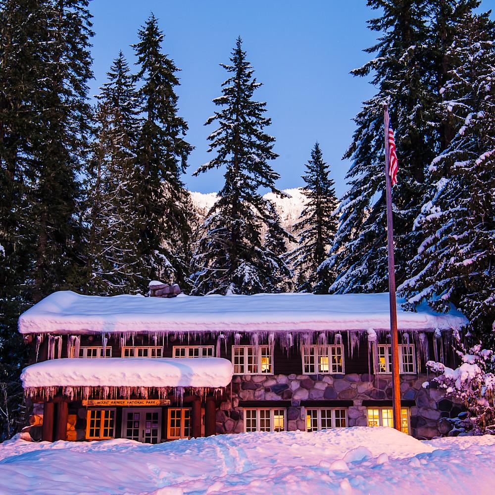 Winter mount rainier administrative building longmire washington 2017 cs0wxr