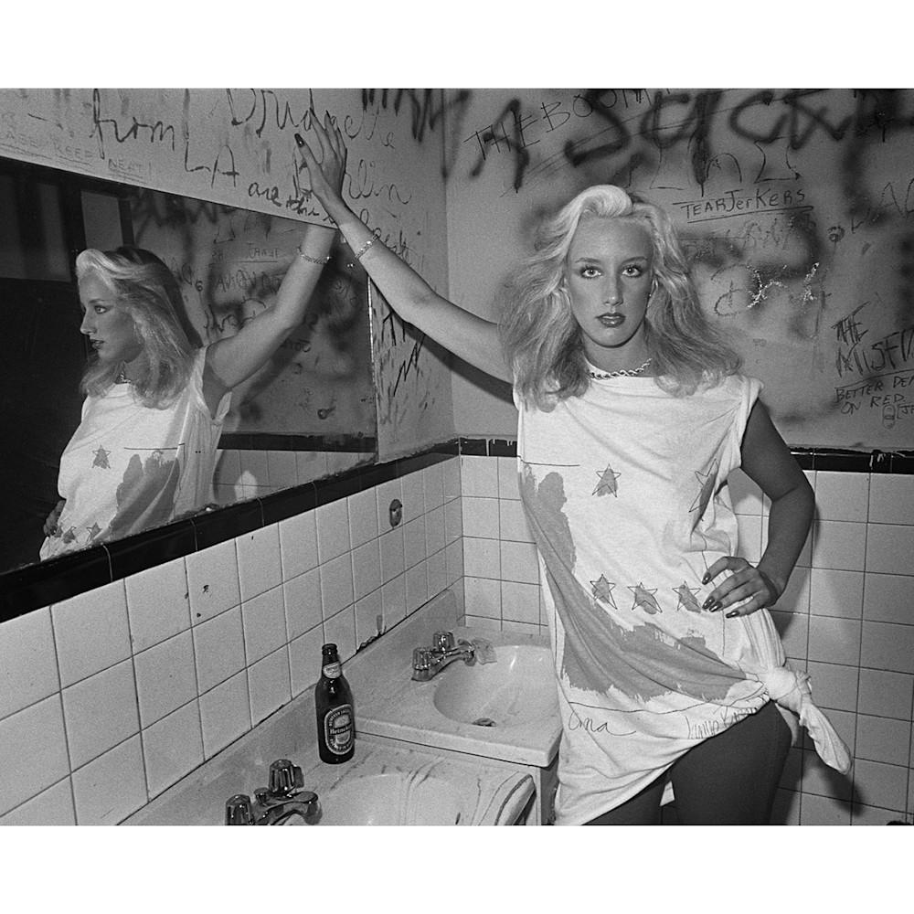 Muddclubbathroomgirl1979whiteborder ismlr1