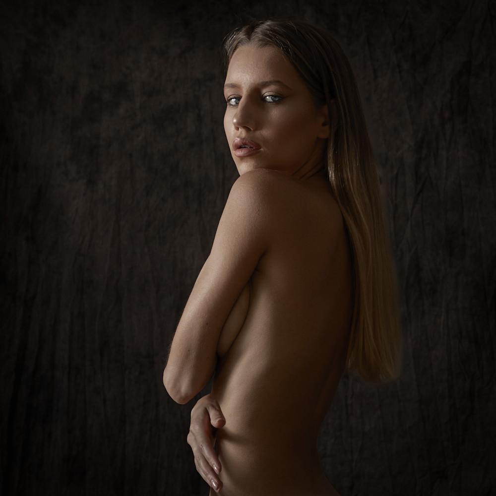 Alina looking back iyudgn