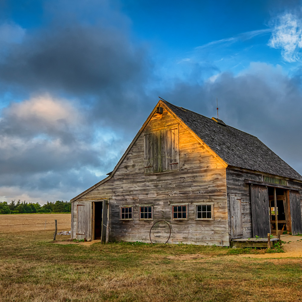 West tisbury old barn sunset z2zh6i