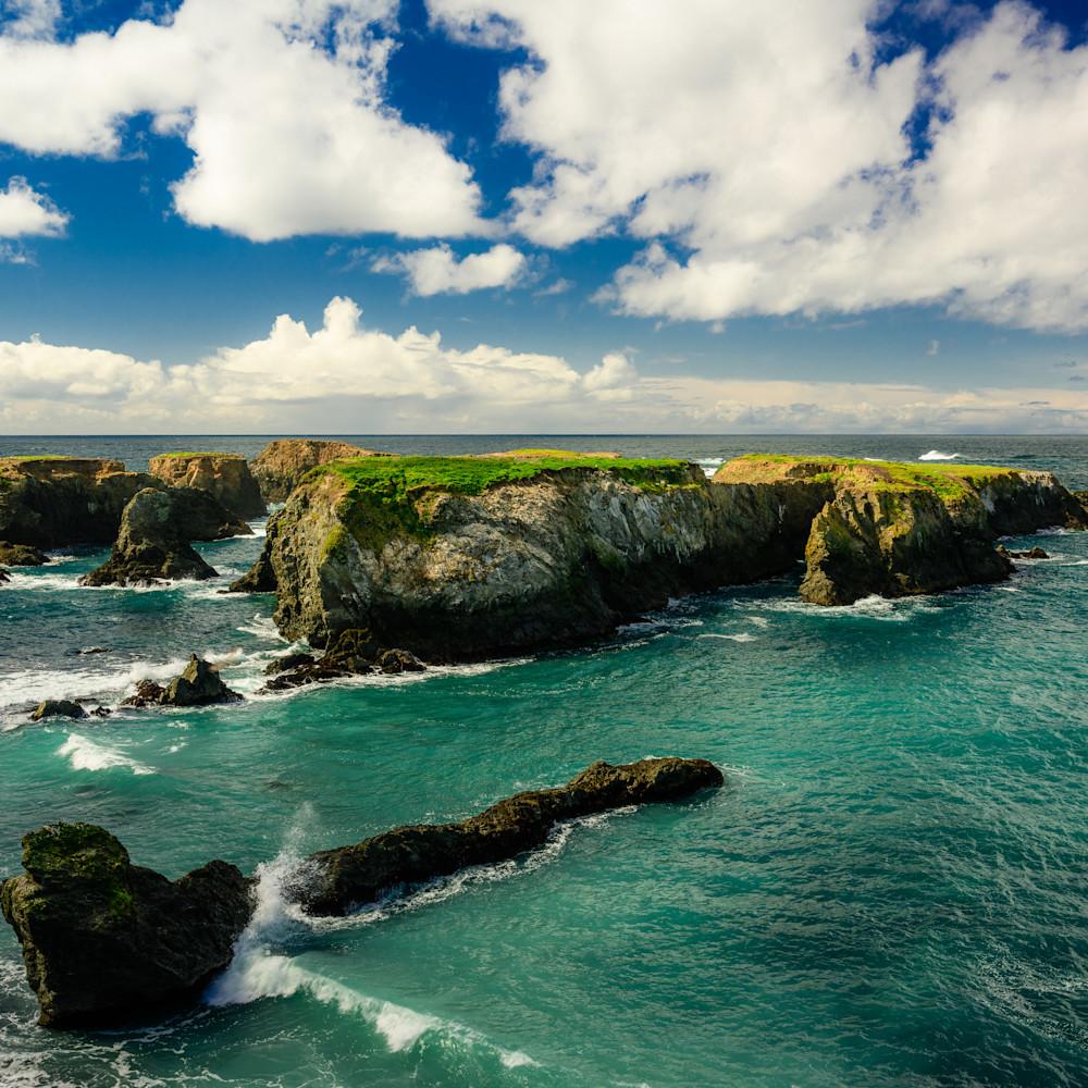 Rocky coastline mendocino california 2020 yjbwb5