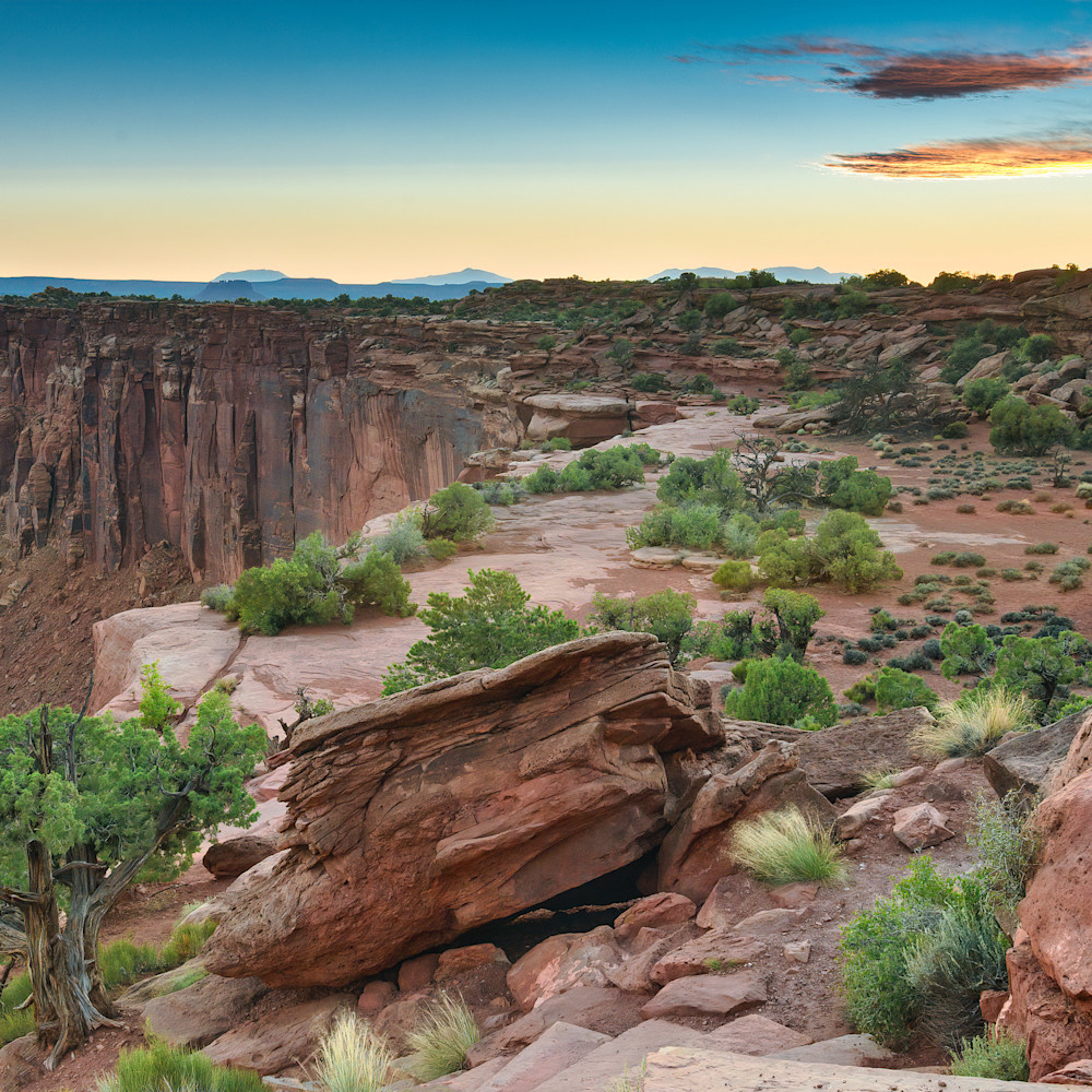The cliffs of canyonlands cwddzo