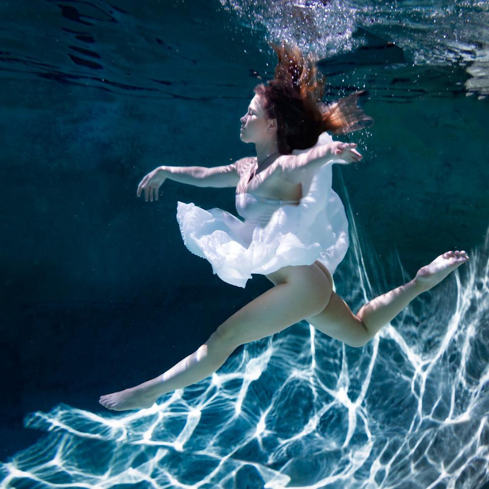 Underwater grace fqfxa9