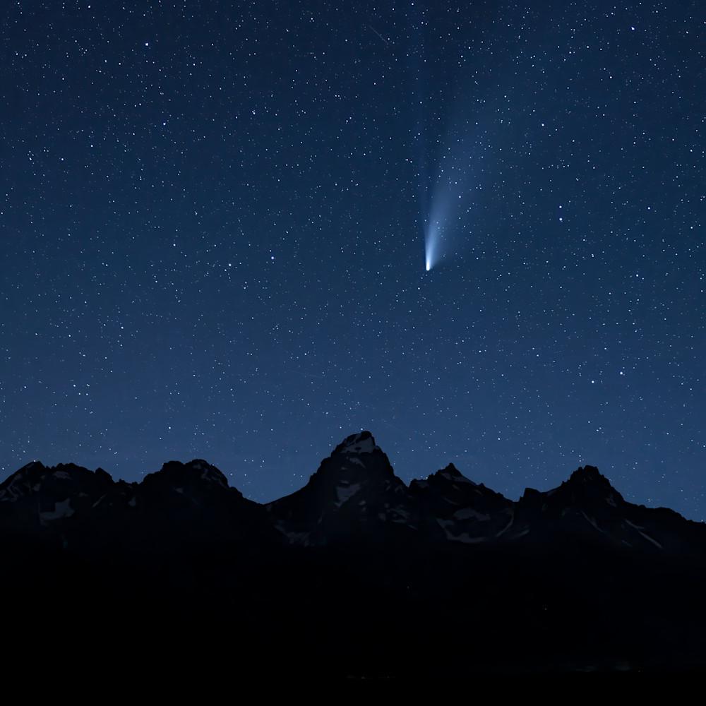 Comet neowise over the teton range x2147 1.5  8065 x 5377 j100argb s2greyo90p4h3v2rt 2020026 0951 uaz1vf