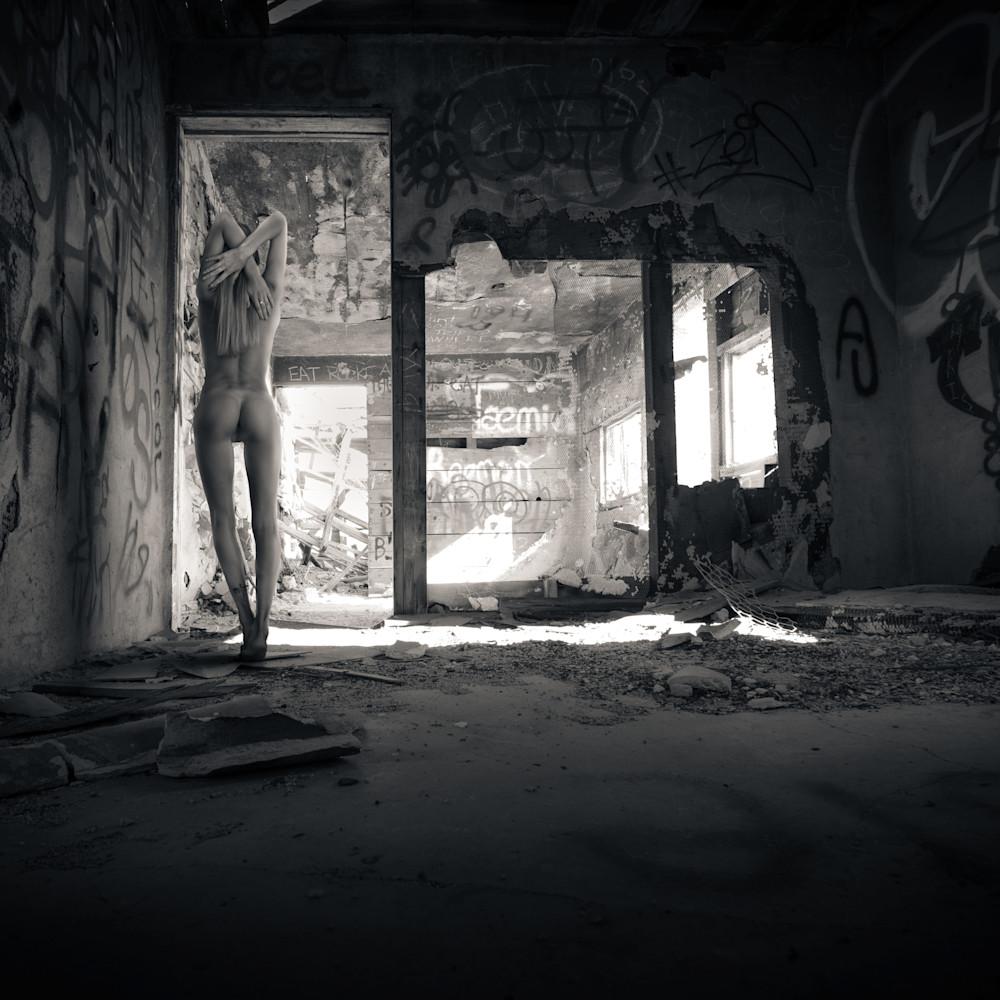 Alina in abandoned shack z8pdcz