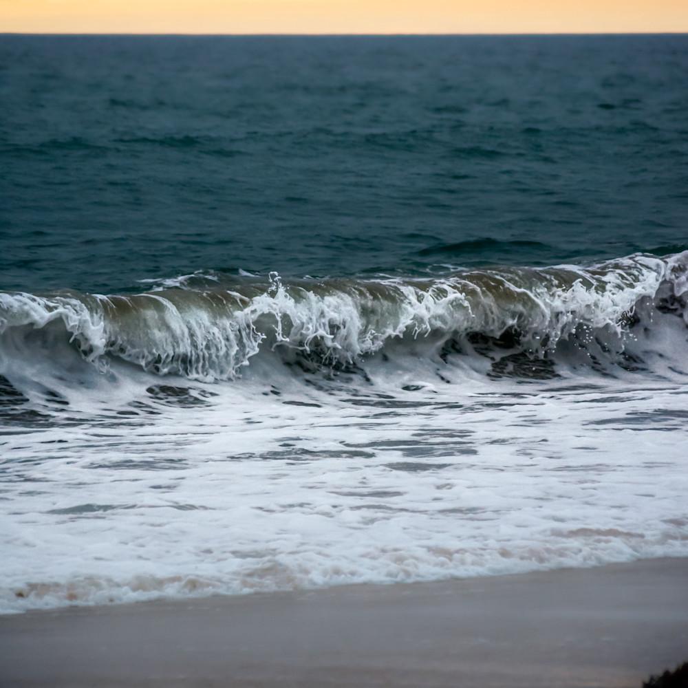 Marina waves at dusk color xg6g0o