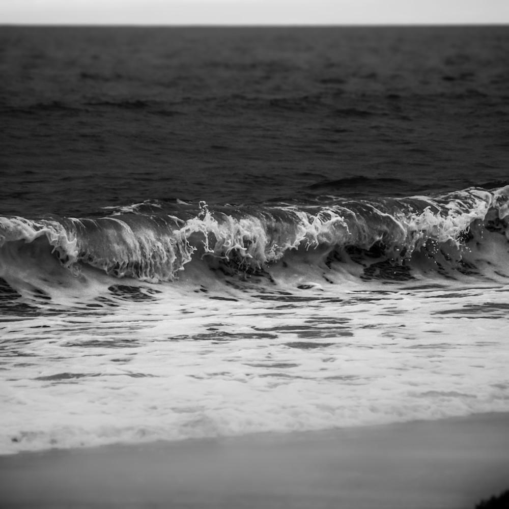 Marina waves at dusk b w new nyllyz