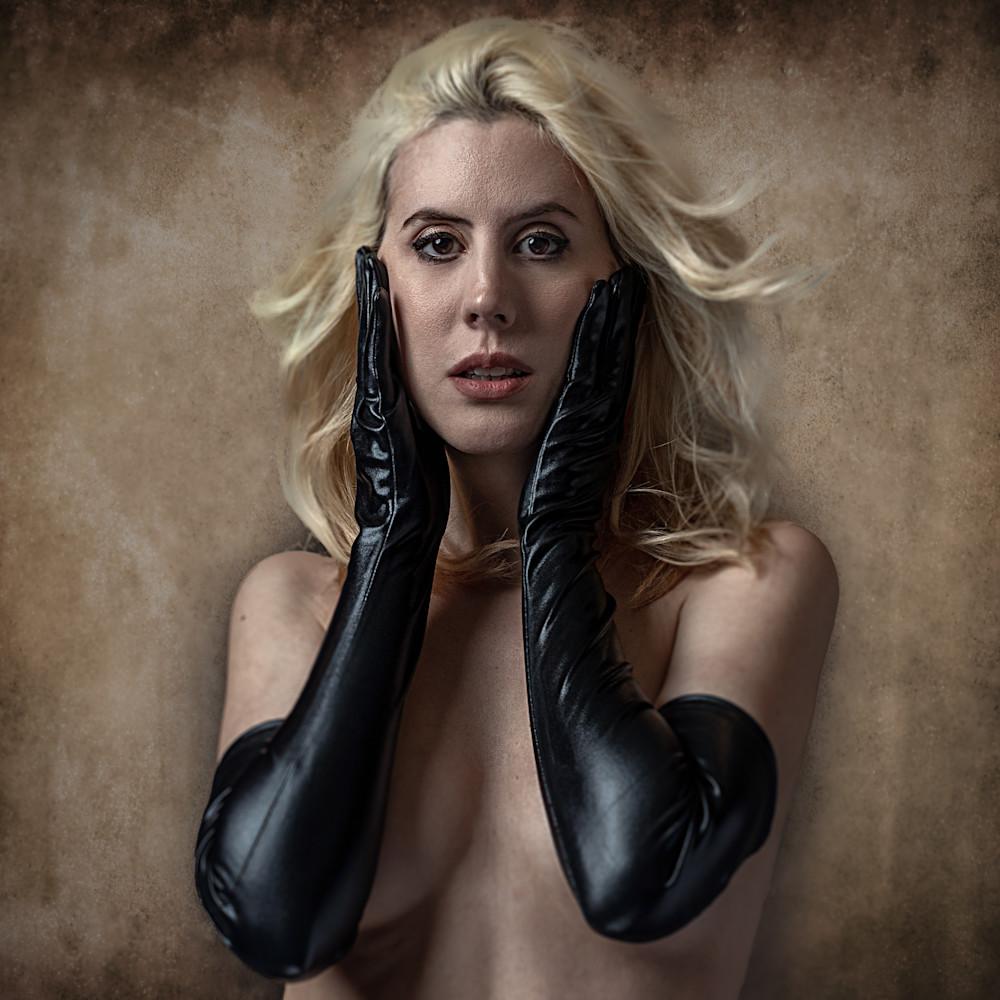 Kim in black gloves 2 qc8lha