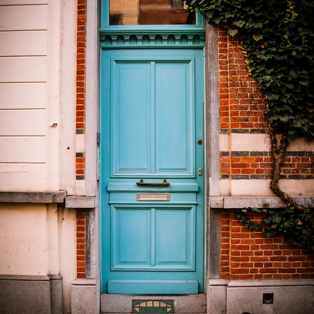 Doors of ixelles 3 brussels belgium 2018 y4c9e6