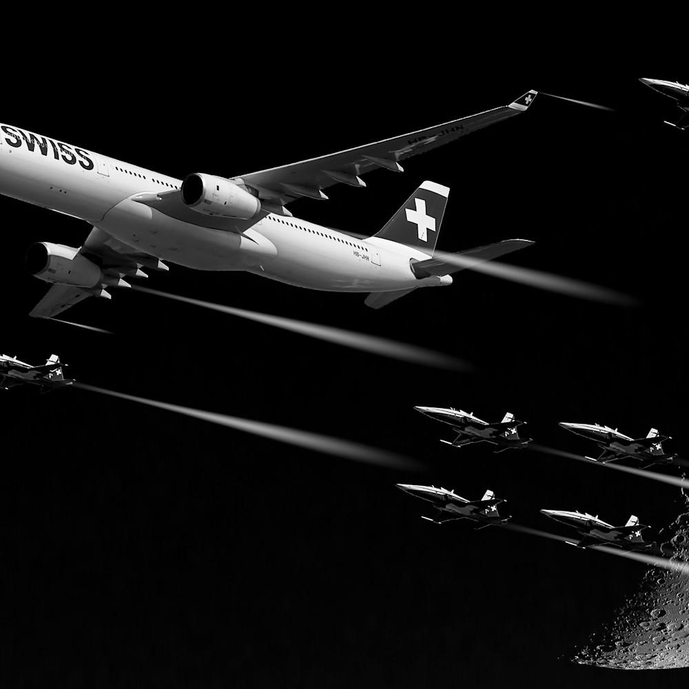 Fly past the moon vfikgv