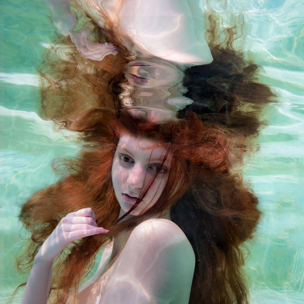 Ali underwater portrait r3 qnmo2f