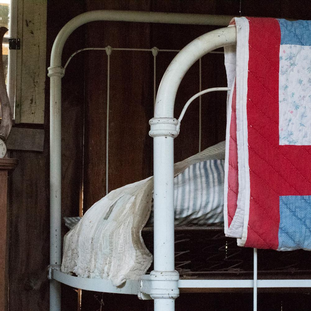 Bed with straw mattress lbs 2800 tr3w2z