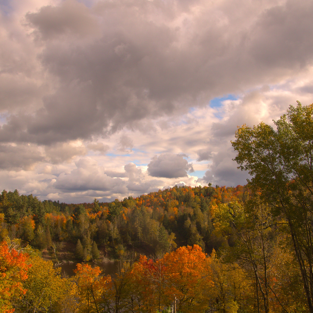 Autumn on the shores of the st. louis river jay cooke state park minnesota vrpx2p
