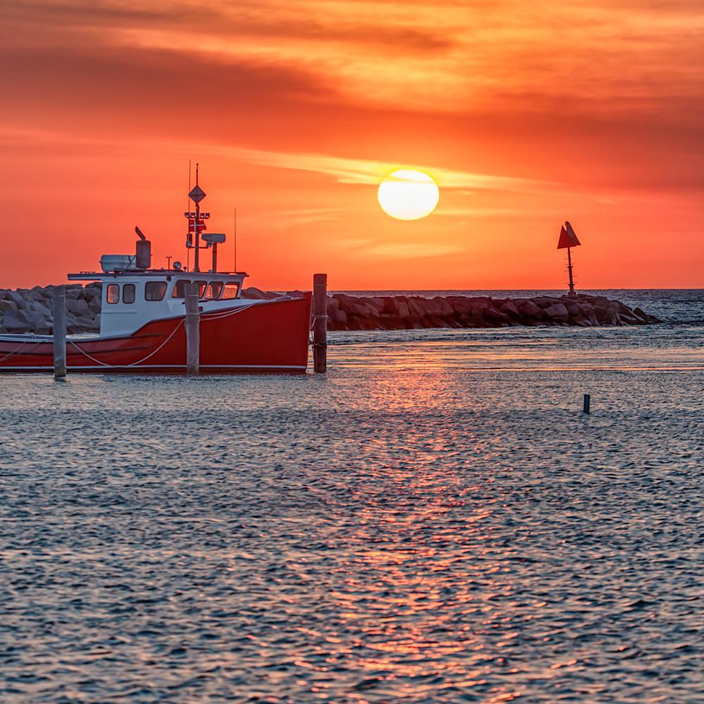Menemsha sunset boat 1 y0yr48