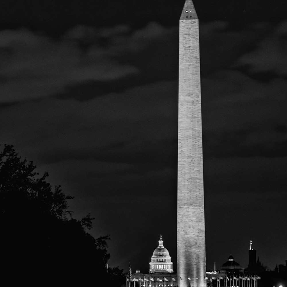 Washington monument and us capital buiding at night in black and white iq895e