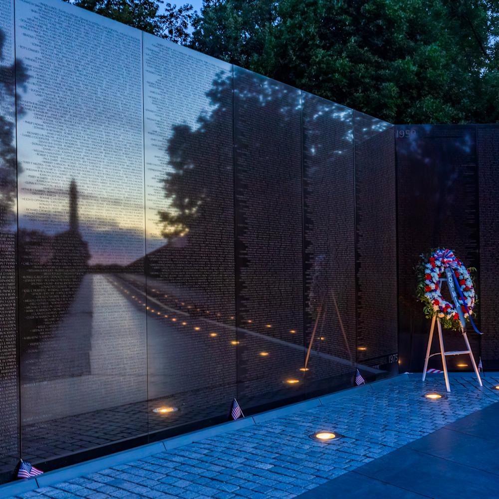 Sunrise over vietnam memorial and waashington monument exzcn8