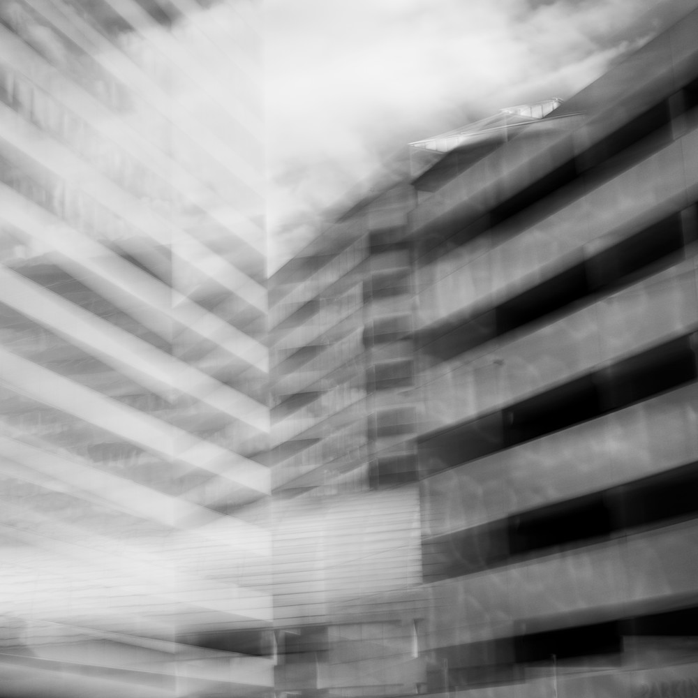 Building and clouds pic3qy