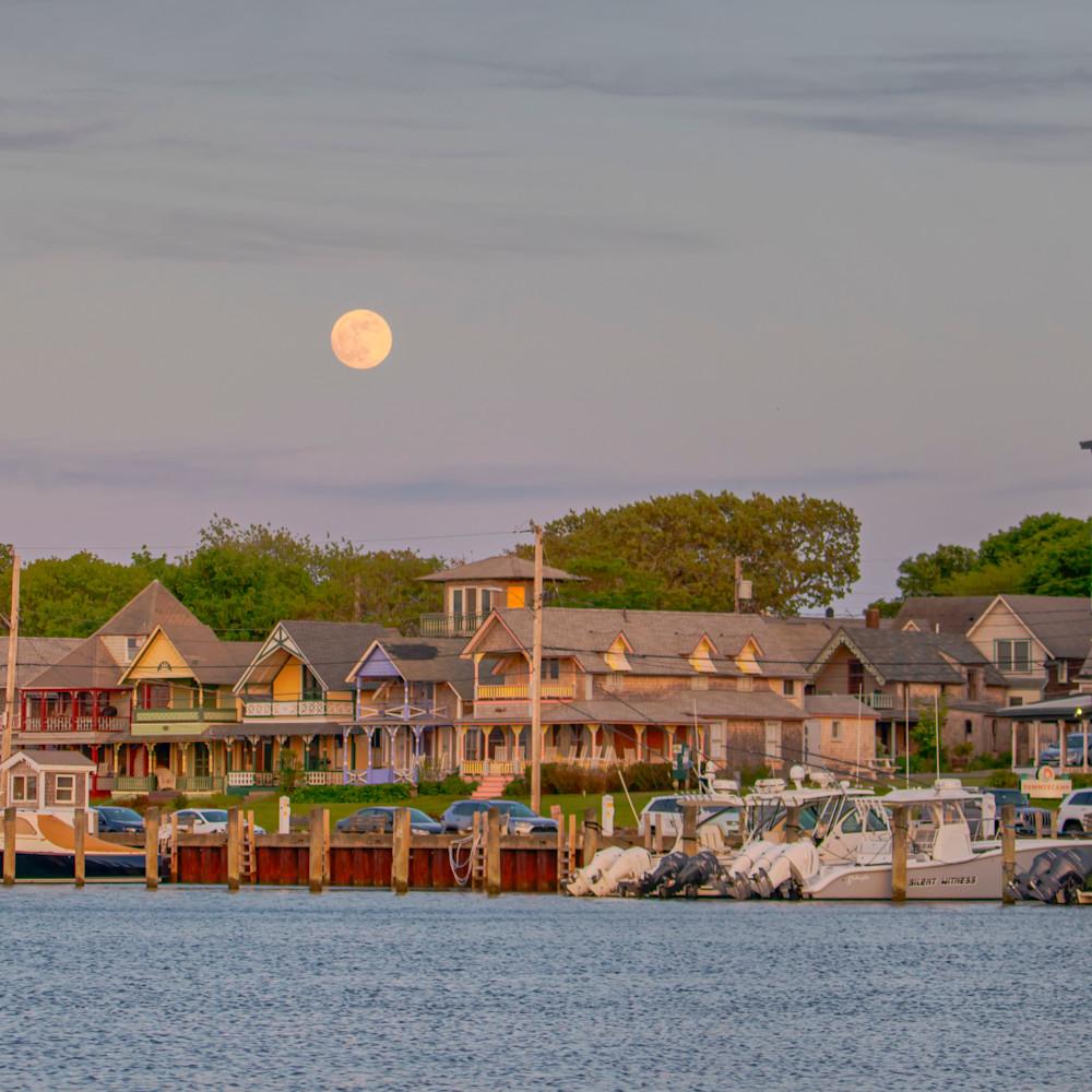 Oak bluffs waterfront moonrise tj98or