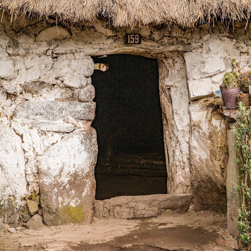Hut entrance house peru 6721 smygjx
