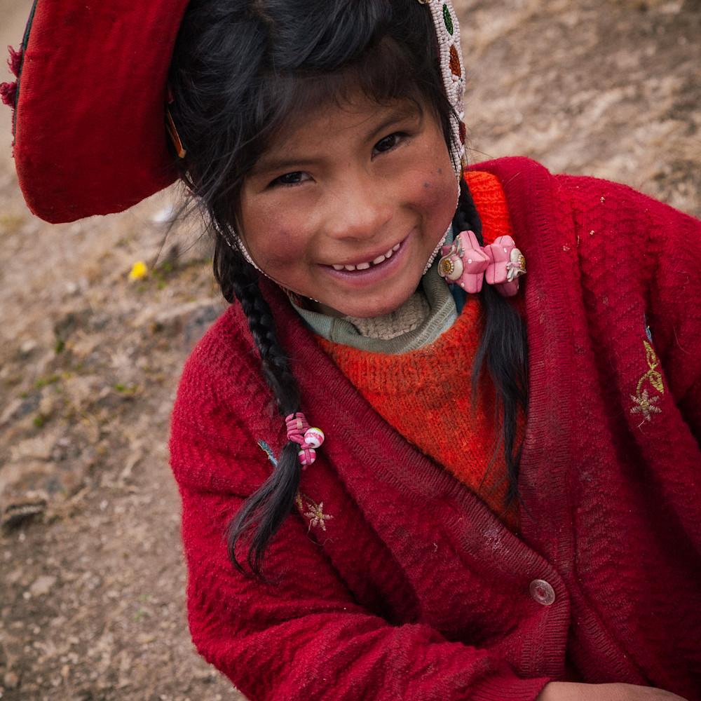 Smiling peruvian girl 6845 c6ifi1