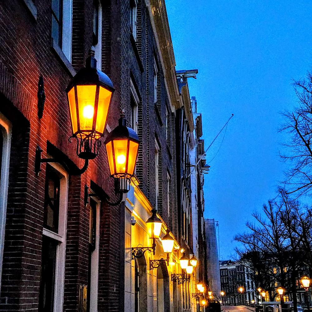 Amsterdamlampsatduskcolorhighpophighlightmedhigh20180412 205846 kjz5cw