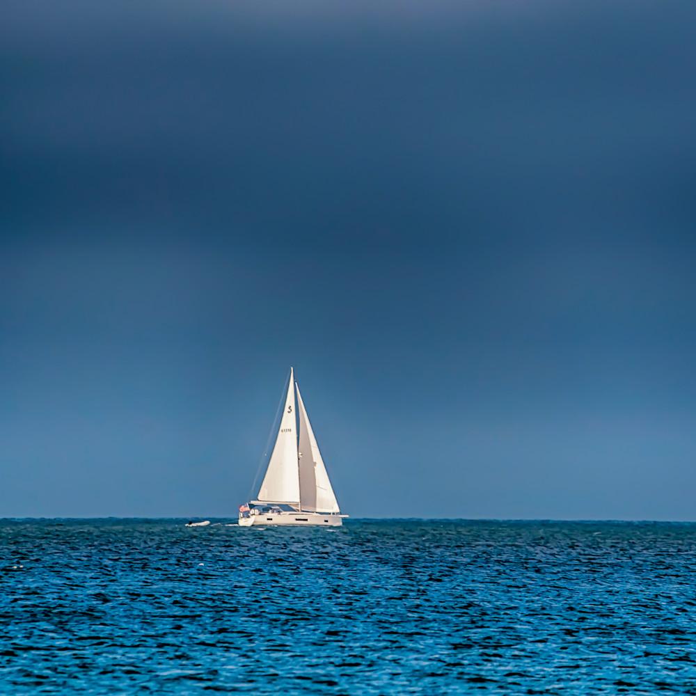 Dark clouds sailing qqoiqu