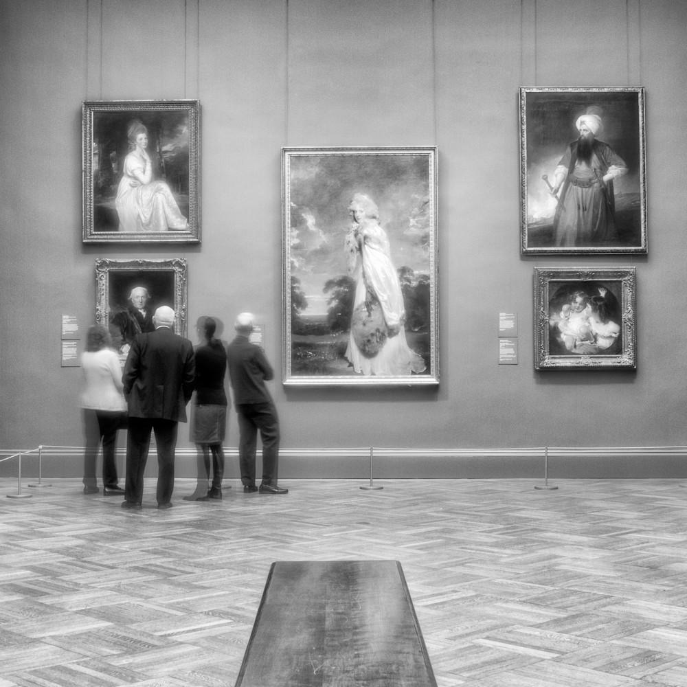 Museumgoers mat jylfkz