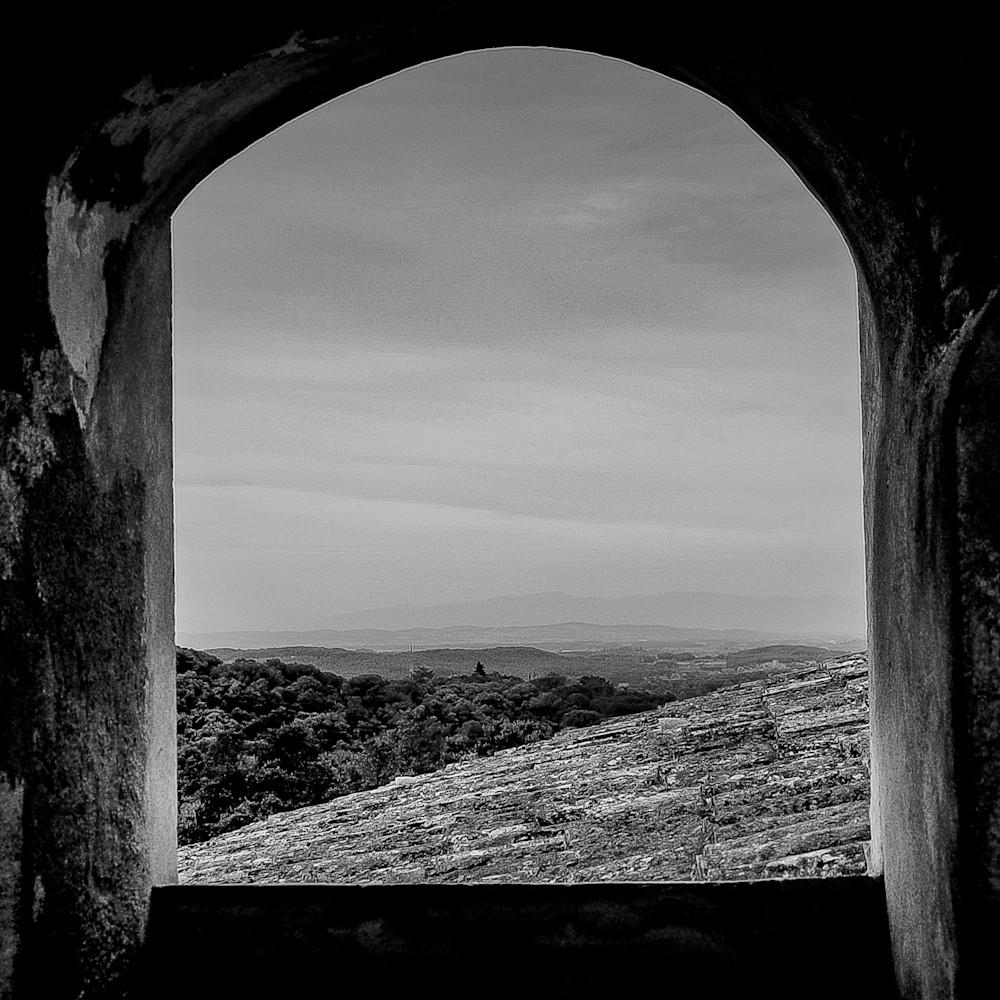 Costa brava view through arch fpk84x