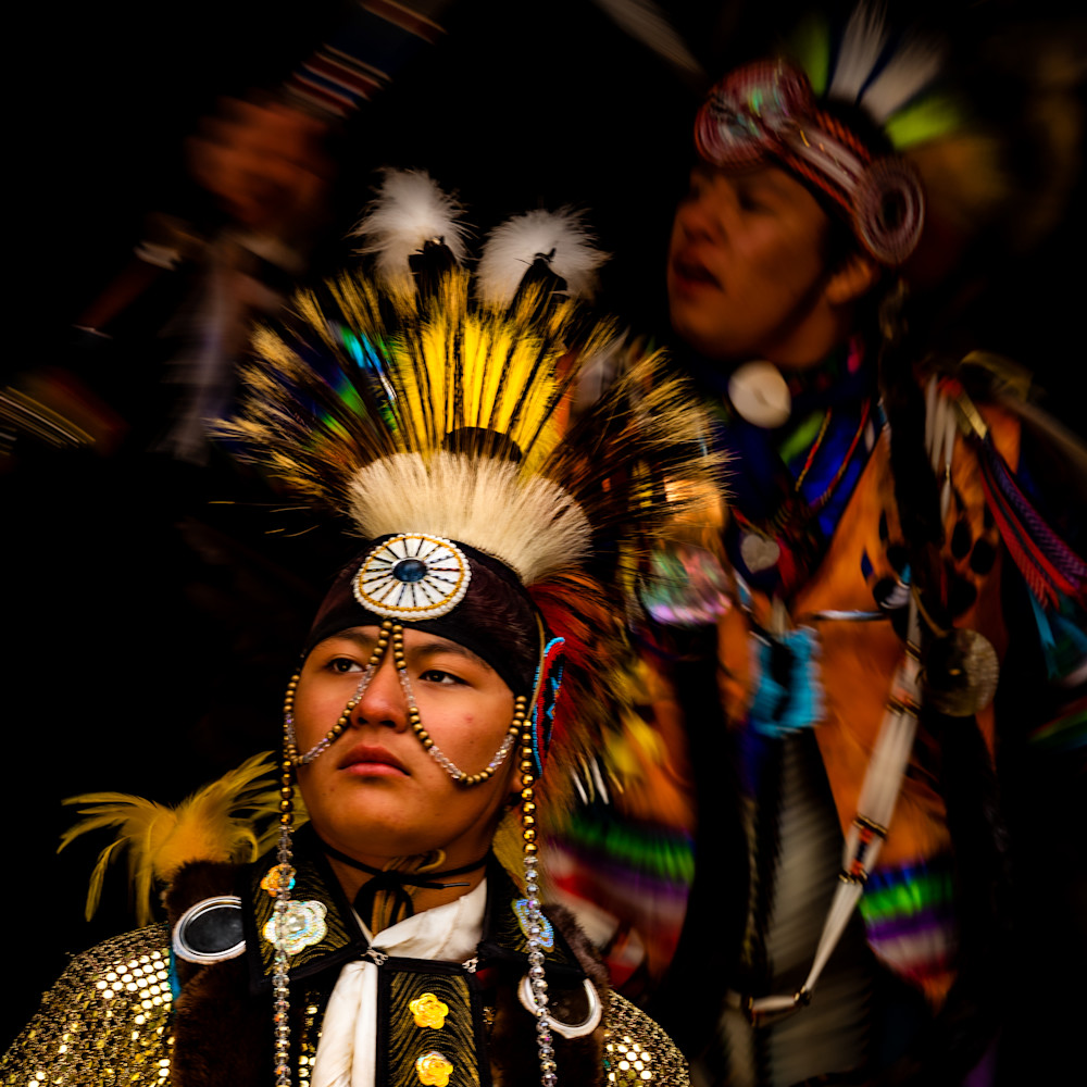 Young blackfoot native american dancers in traditional clothing 1 qkwfhu