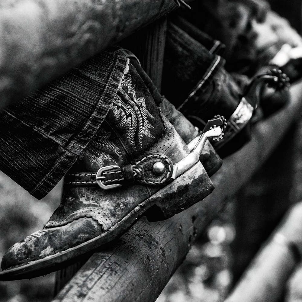 Boots and spurs in b w ldtw2w