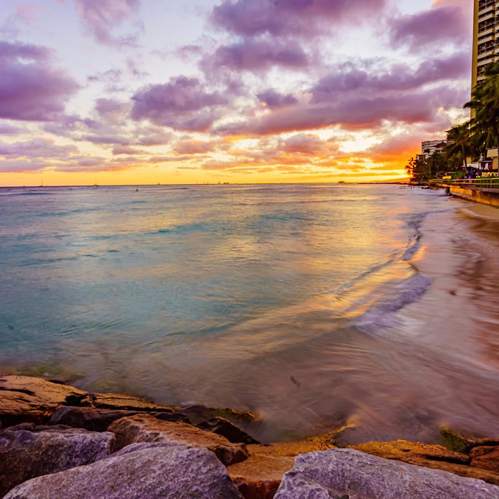 Waikiki beach sunset in hawaii xmgkqy