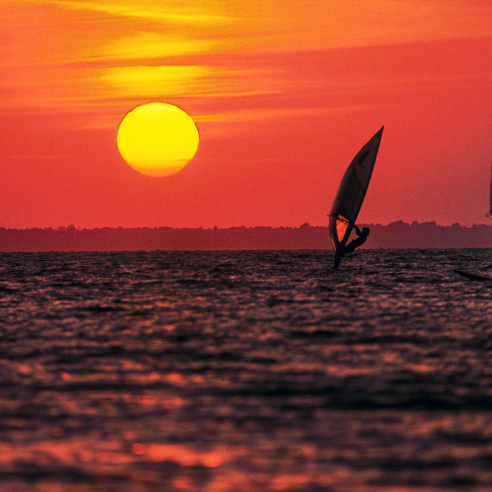 Windsurfing sunset mcx0uh