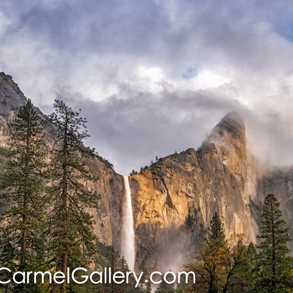 Evening light on bridalveil falls llrudx