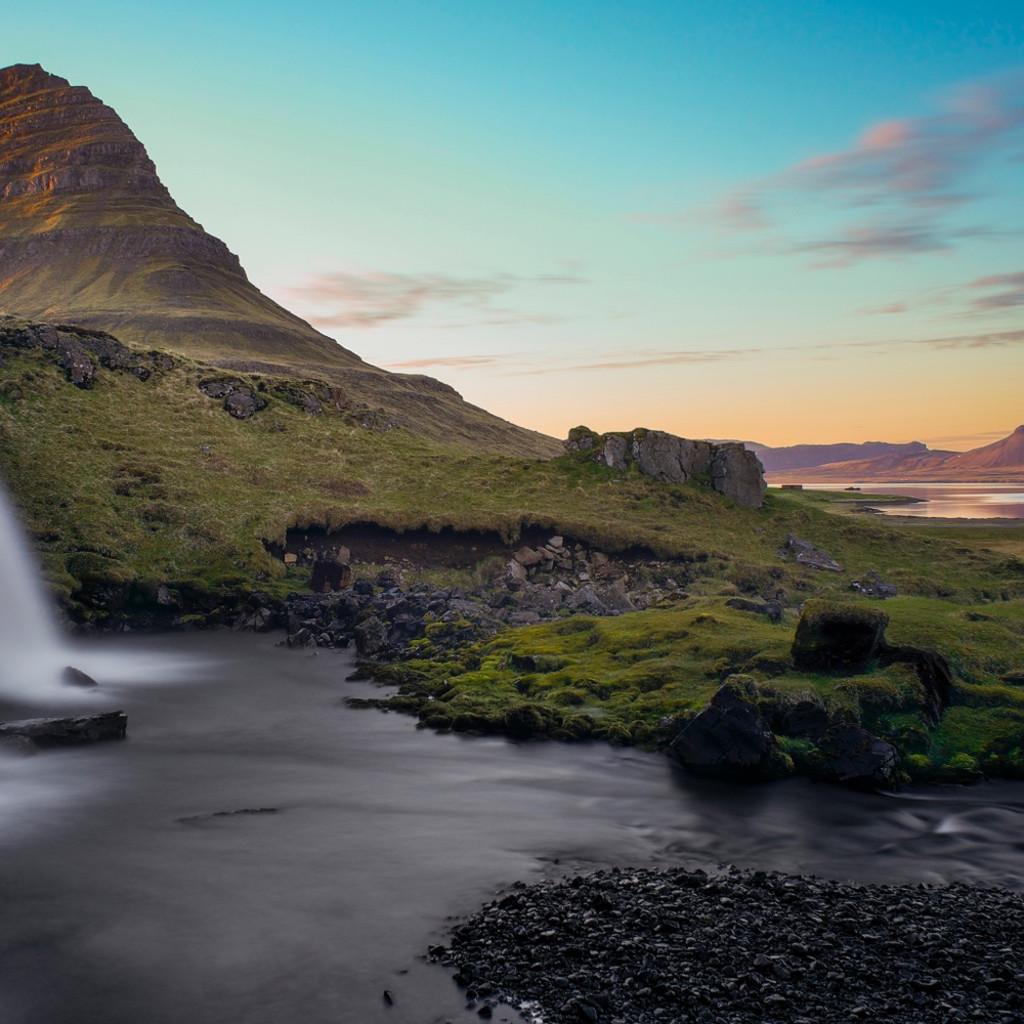 Sunset falls kirkjufellsfoss waterfall kirkjufell snaefellsness peninsular near grundarfjordur iceland limited edition y9yi87