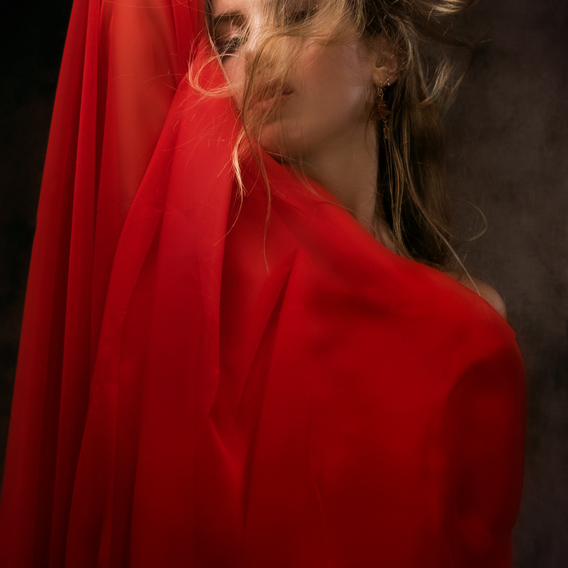 Lady in red unregb