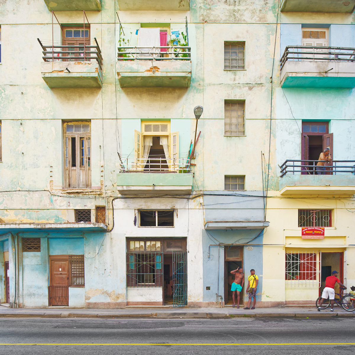 Havana street life v afternoon kzkg5j