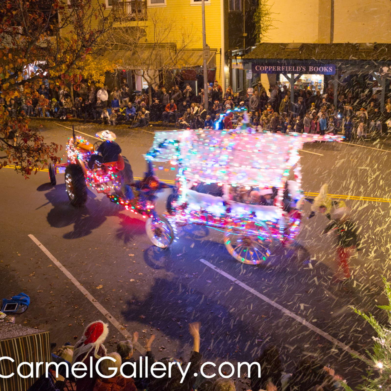 Lighted tractor parade 8 ud8cxz