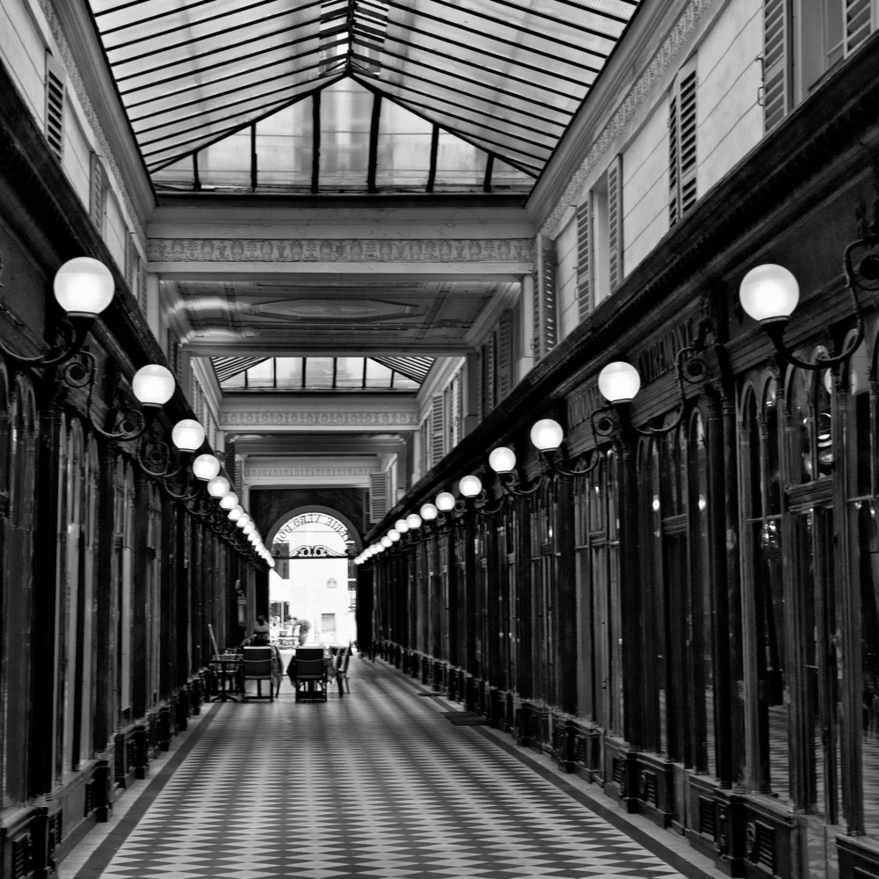 Paris arcade vxy6h9