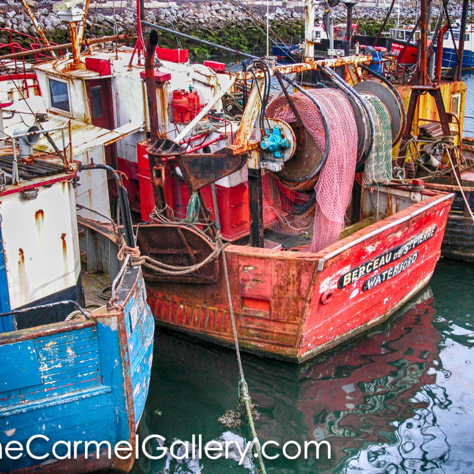 Fishing boats dingle sydxjv