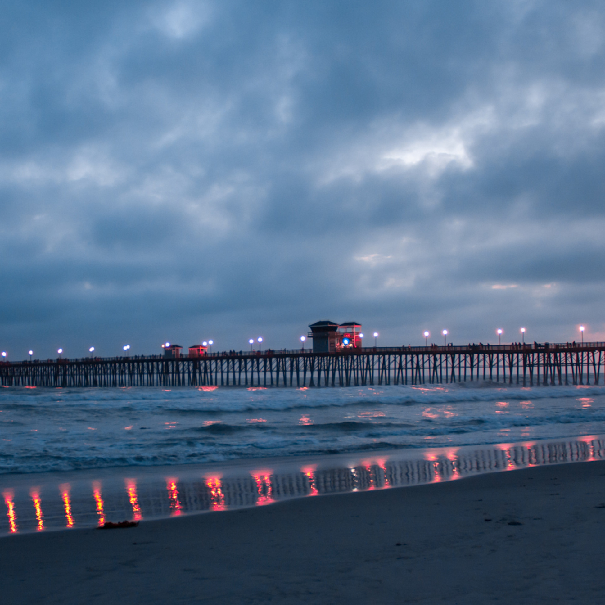 Oceanside pier lights after sunset qs6tkr