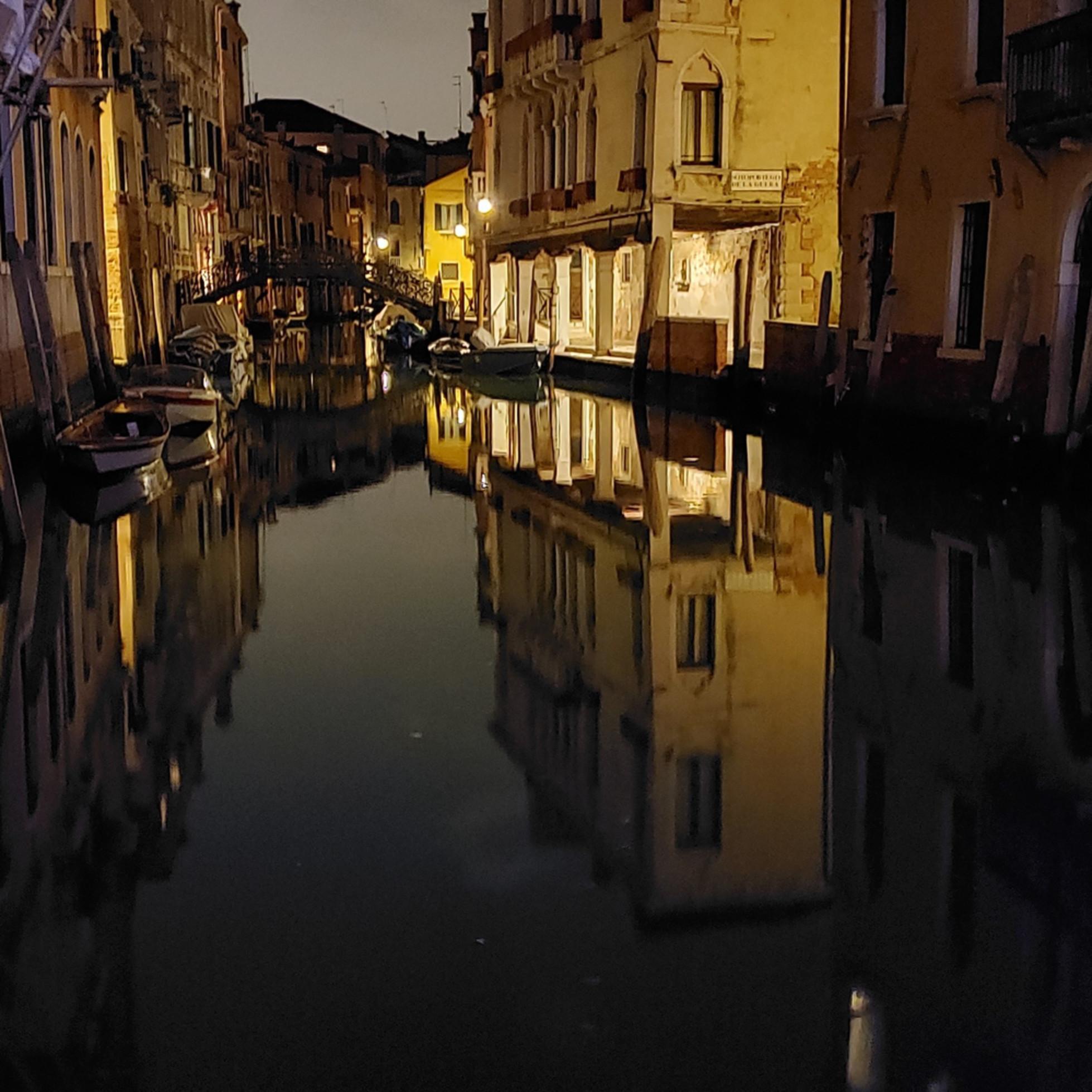 Veniceeveningreflectionsr2otate 20190930 215705 trxktn