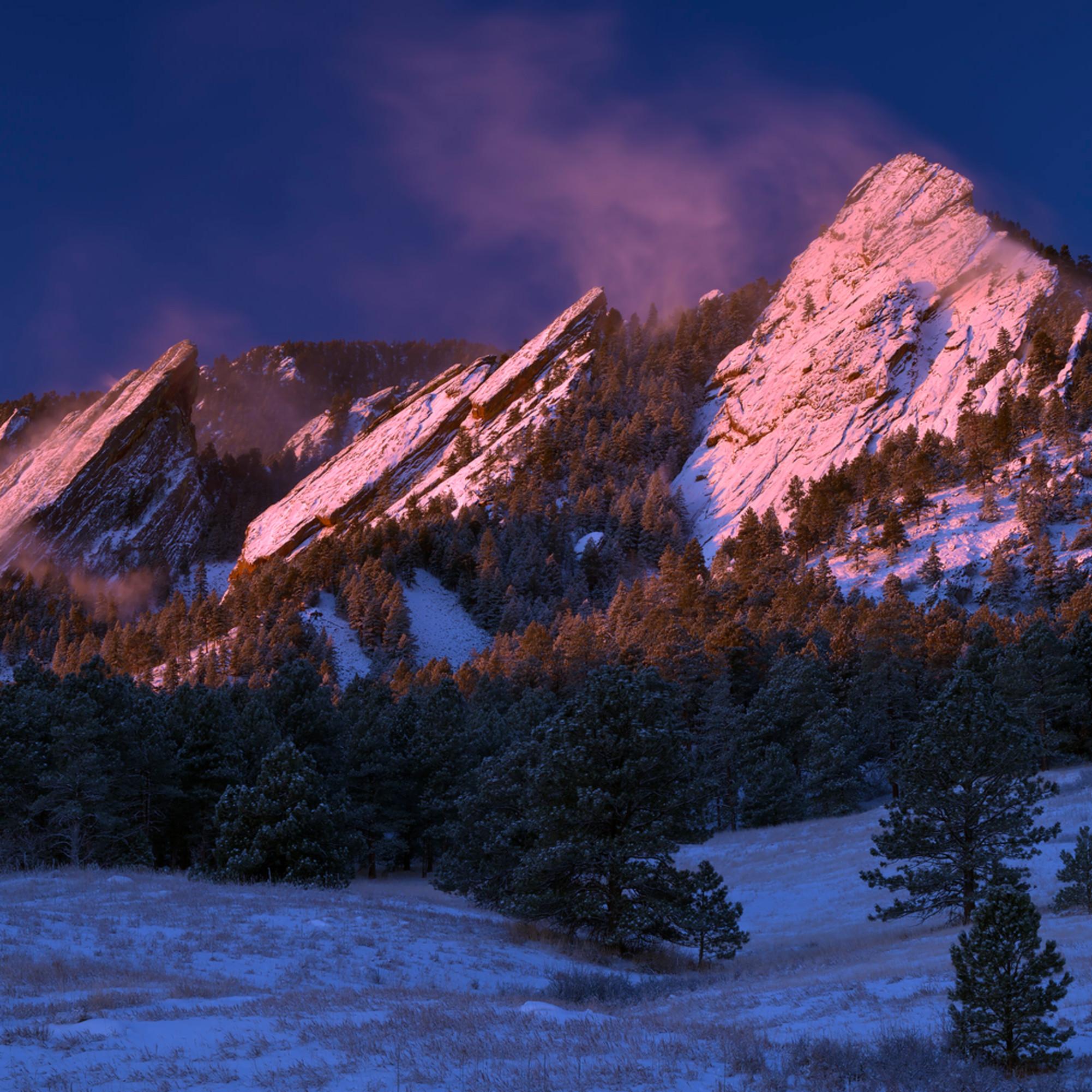 Winter sunrise on the flatirons 2 y9hjxs