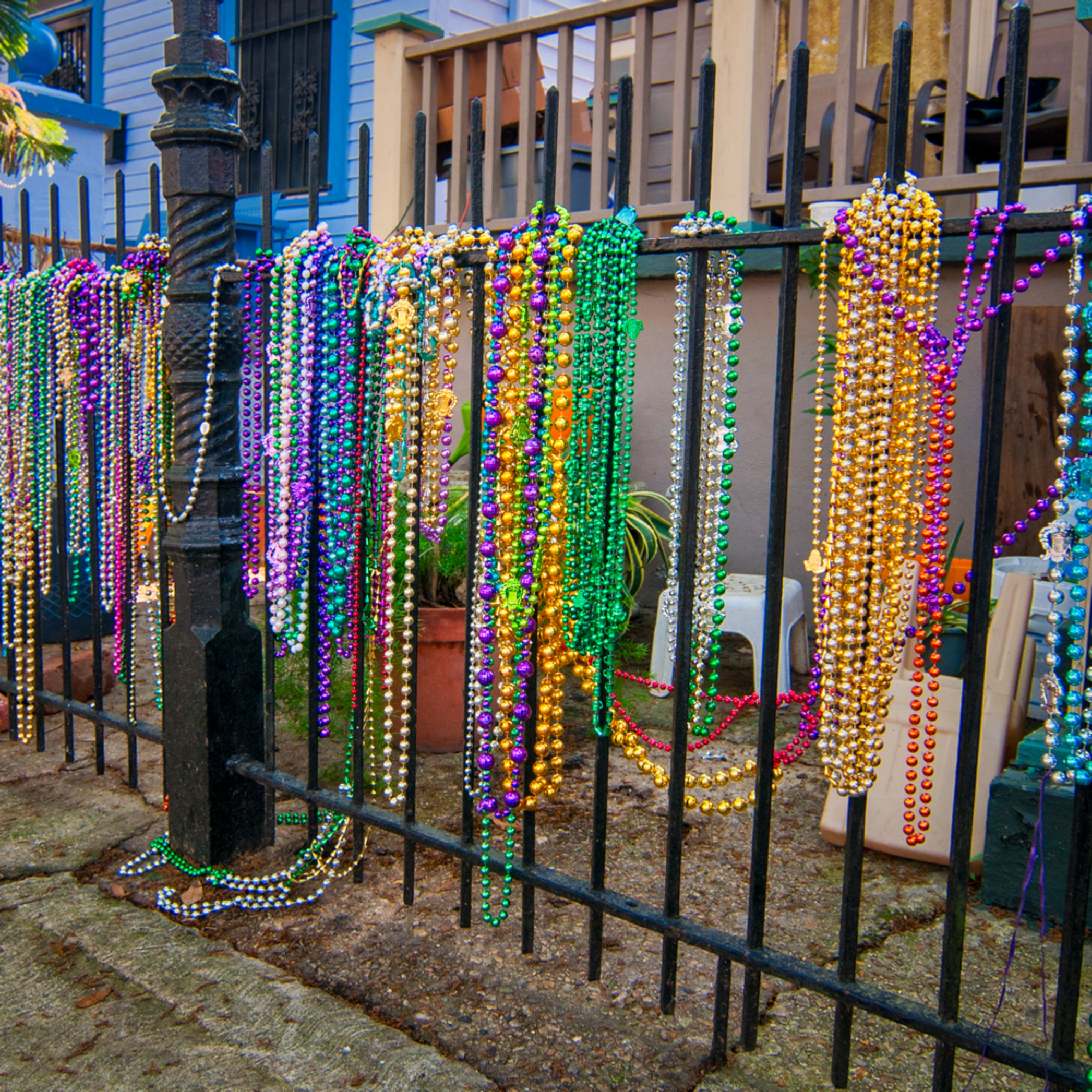 Andy crawford photography mardi gras beads fence 2 gt8xuu