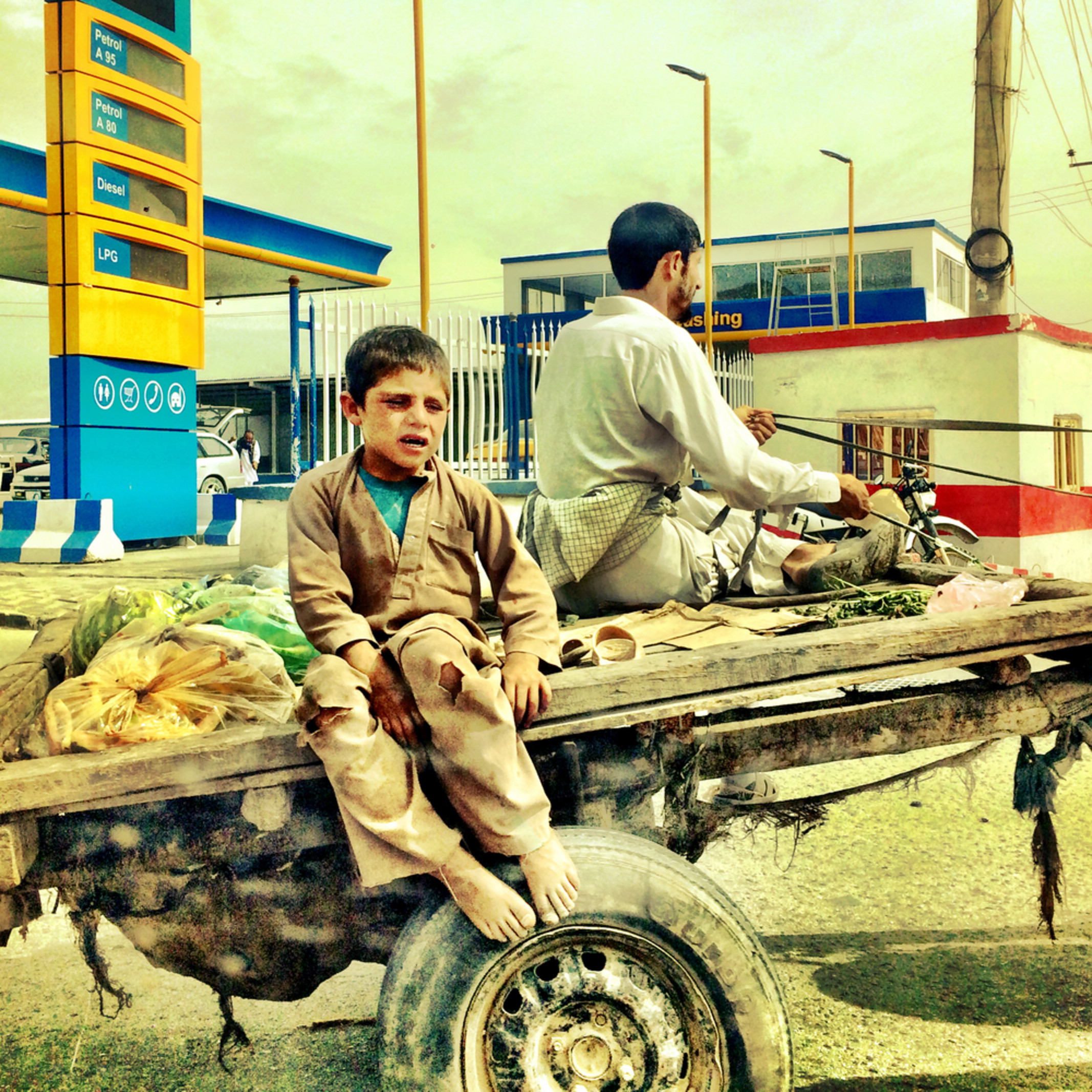 20652644 daily commute  kabul afg june 2015 hce8al