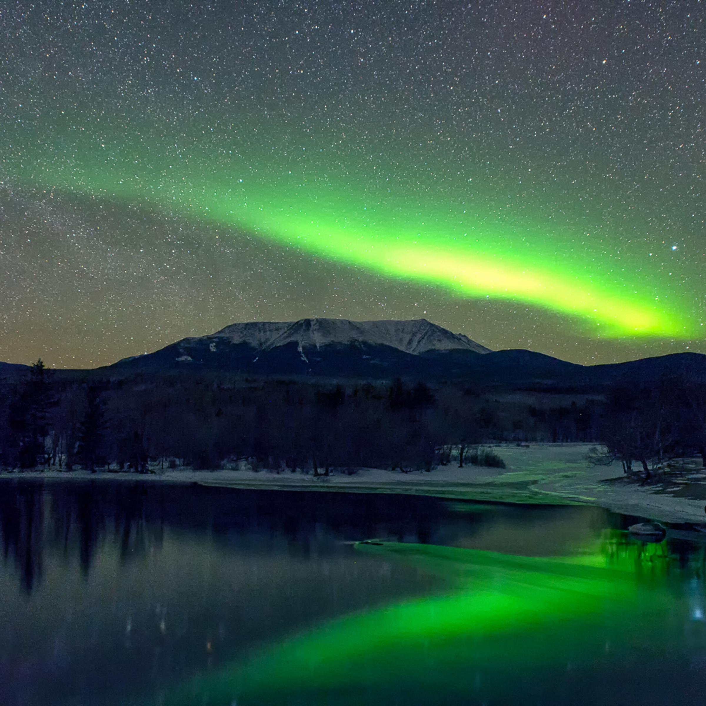 Aurora borealis mt katahdin in green dzahig