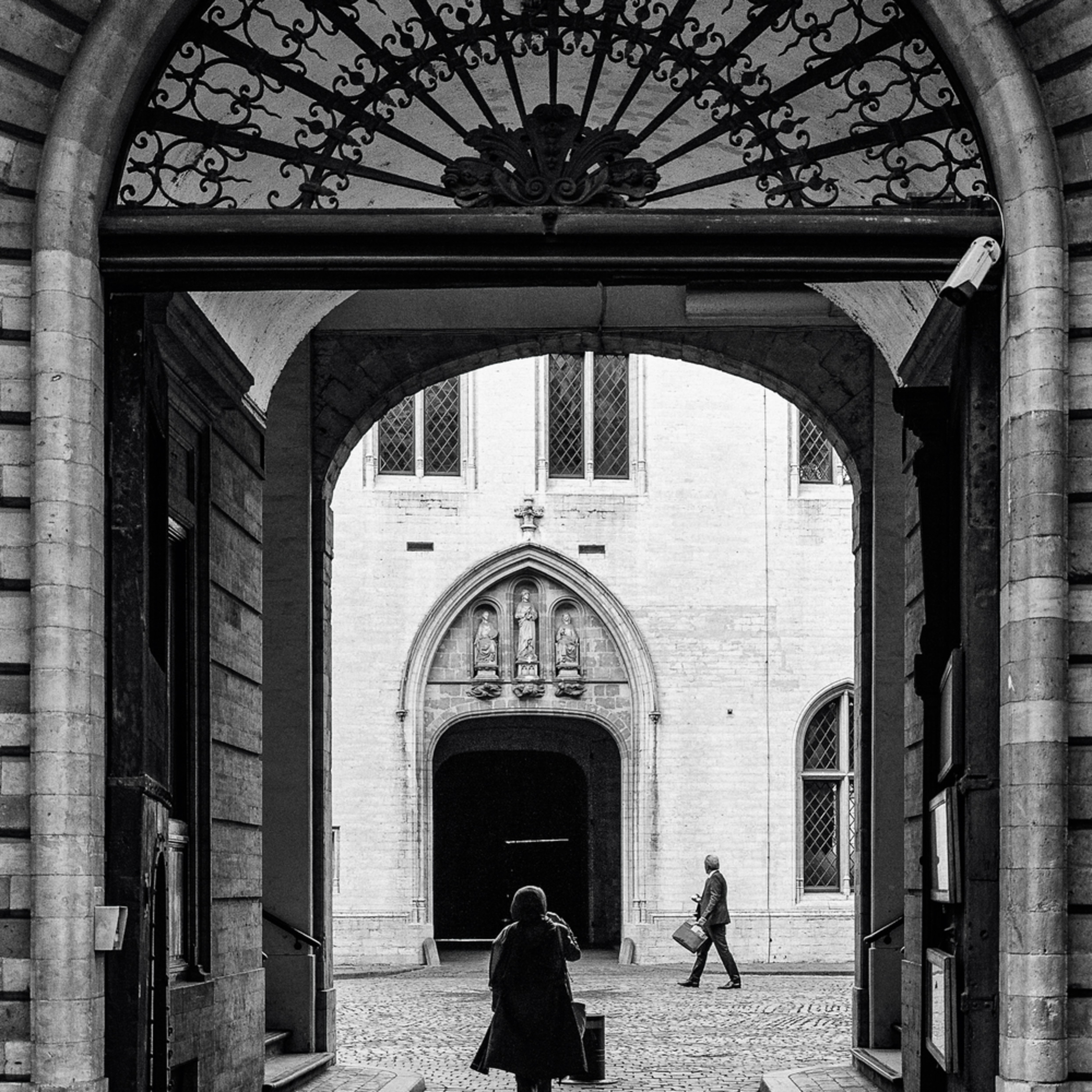 Archway rue de l etuve brussels belgium 2018 sb31hg