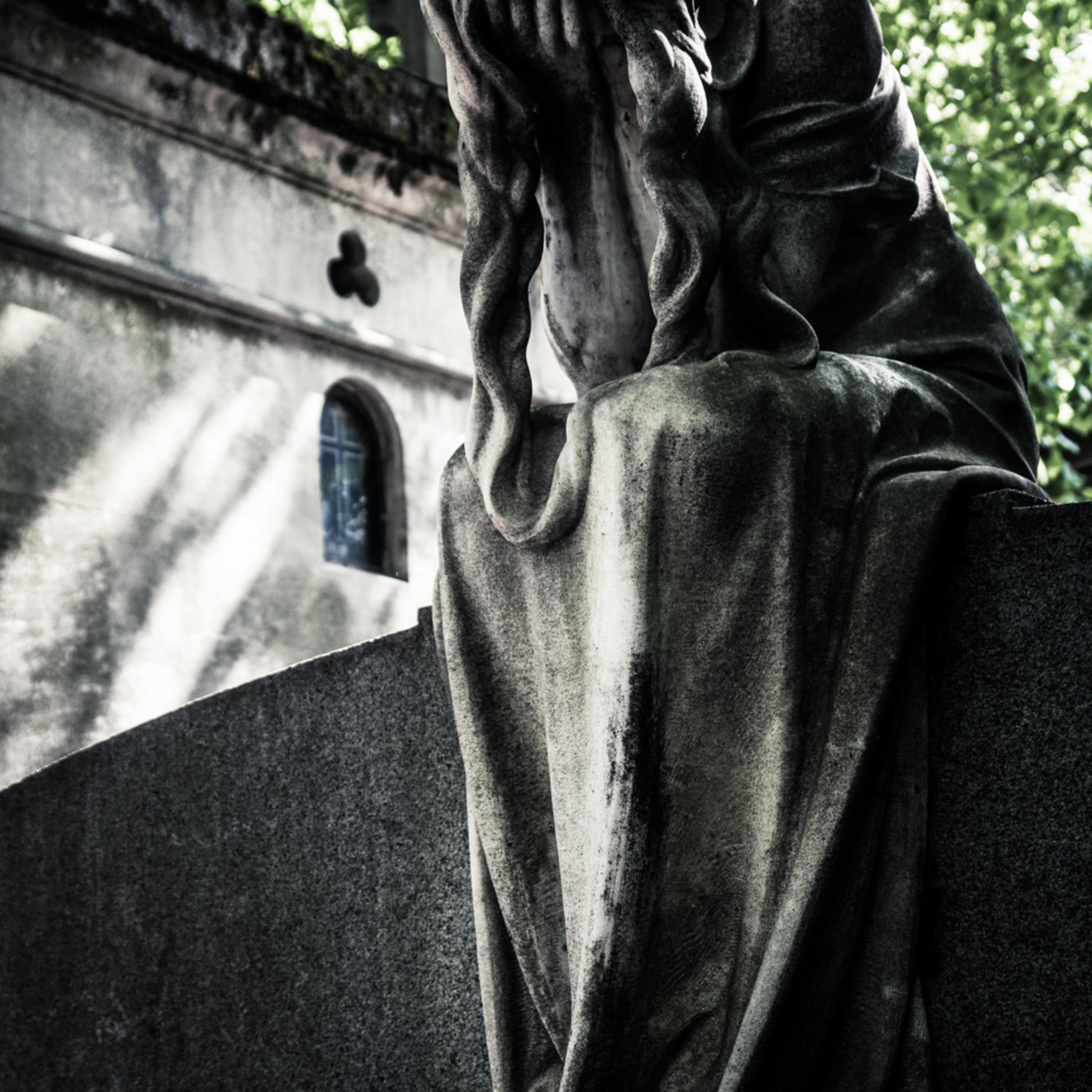 Crying tomb dsc02794 lg i6tnhg