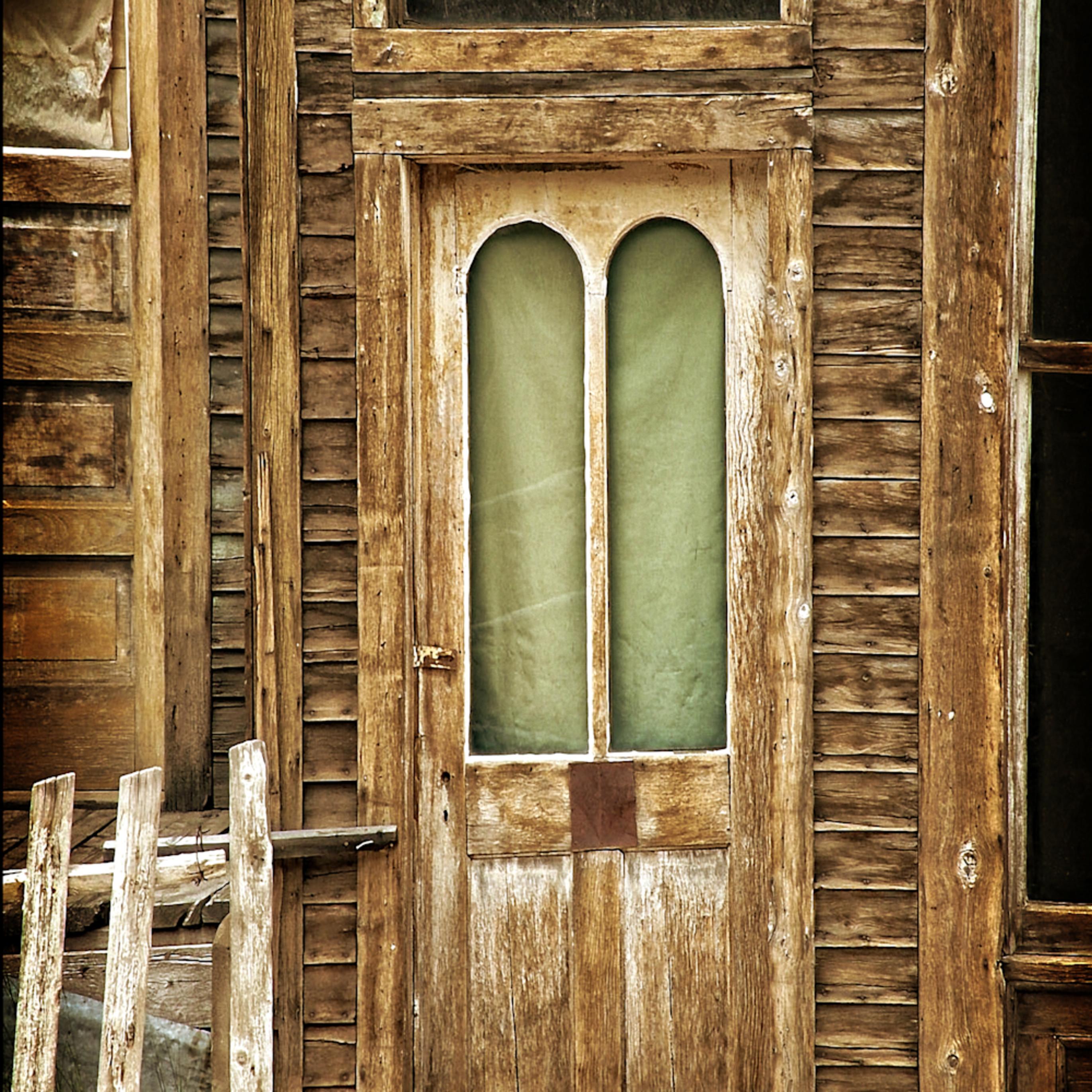 Old wood door flkfxu