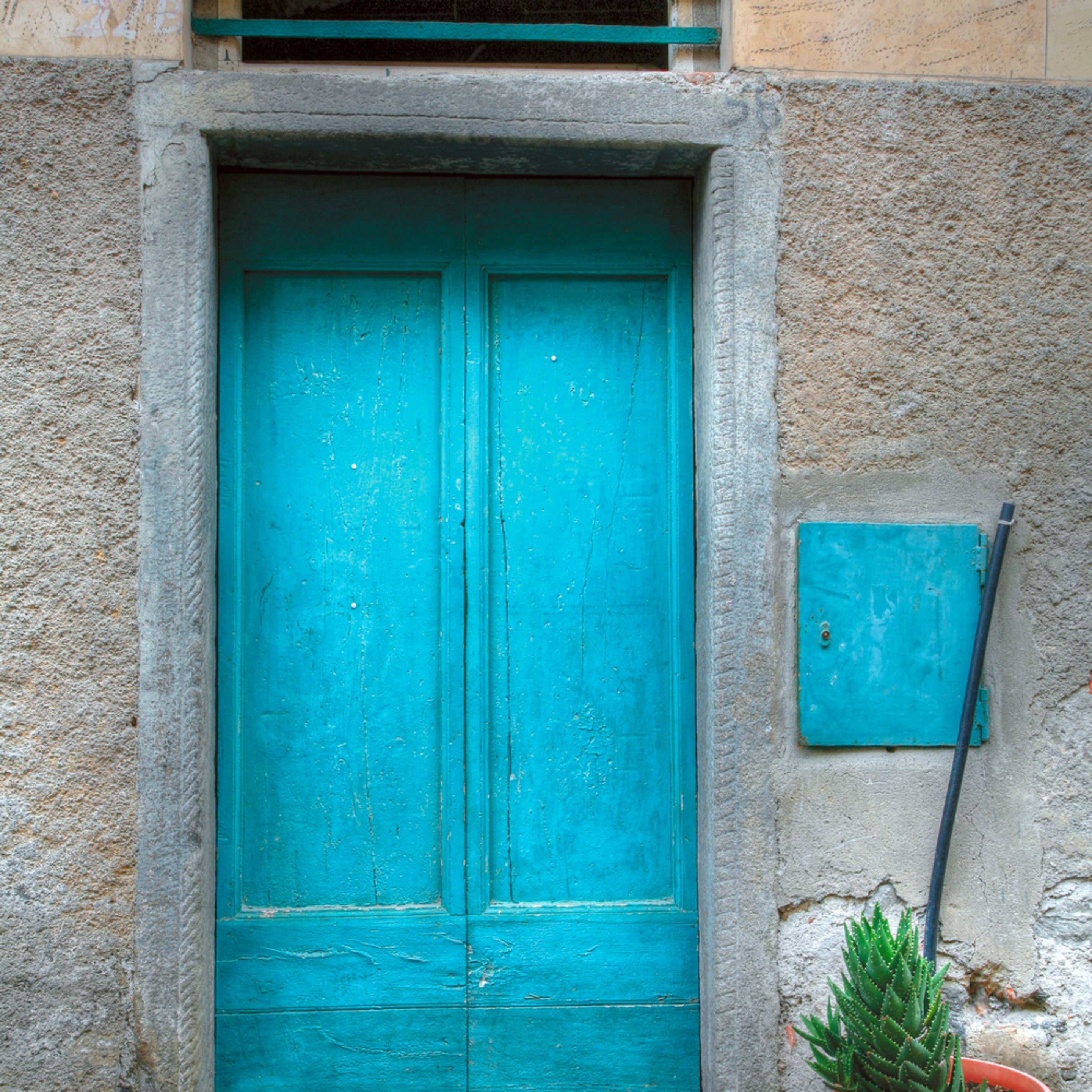12x18 blue door e23an6