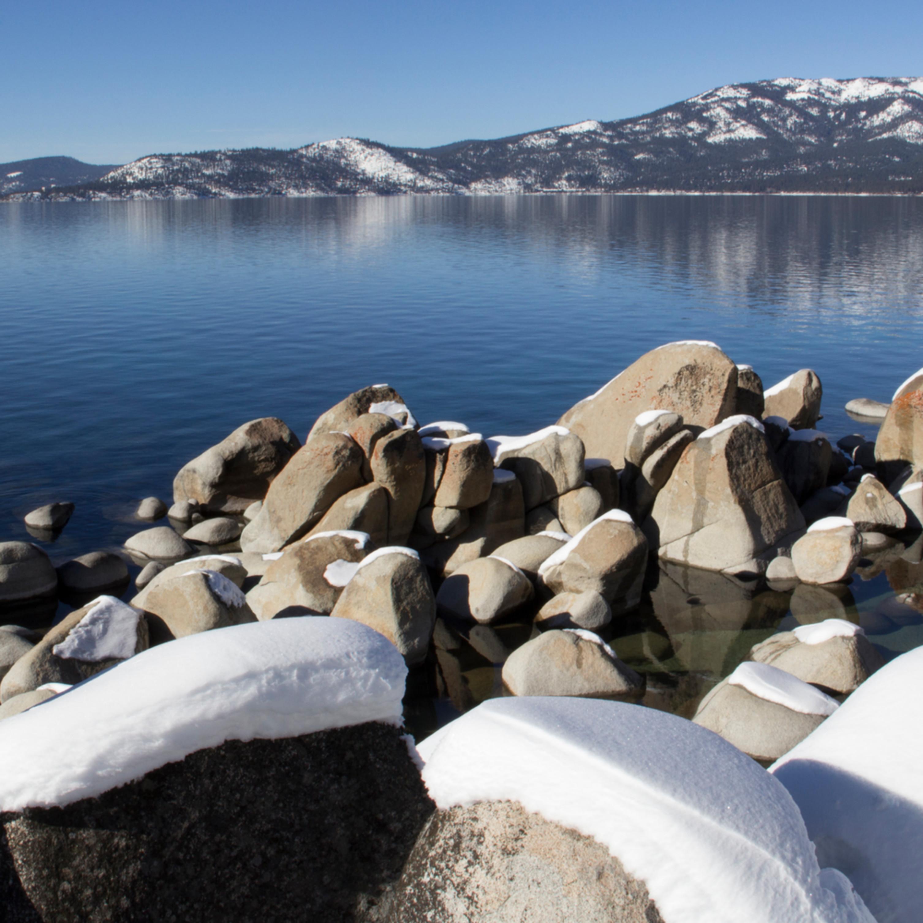 Snowy rocks rfa2f7